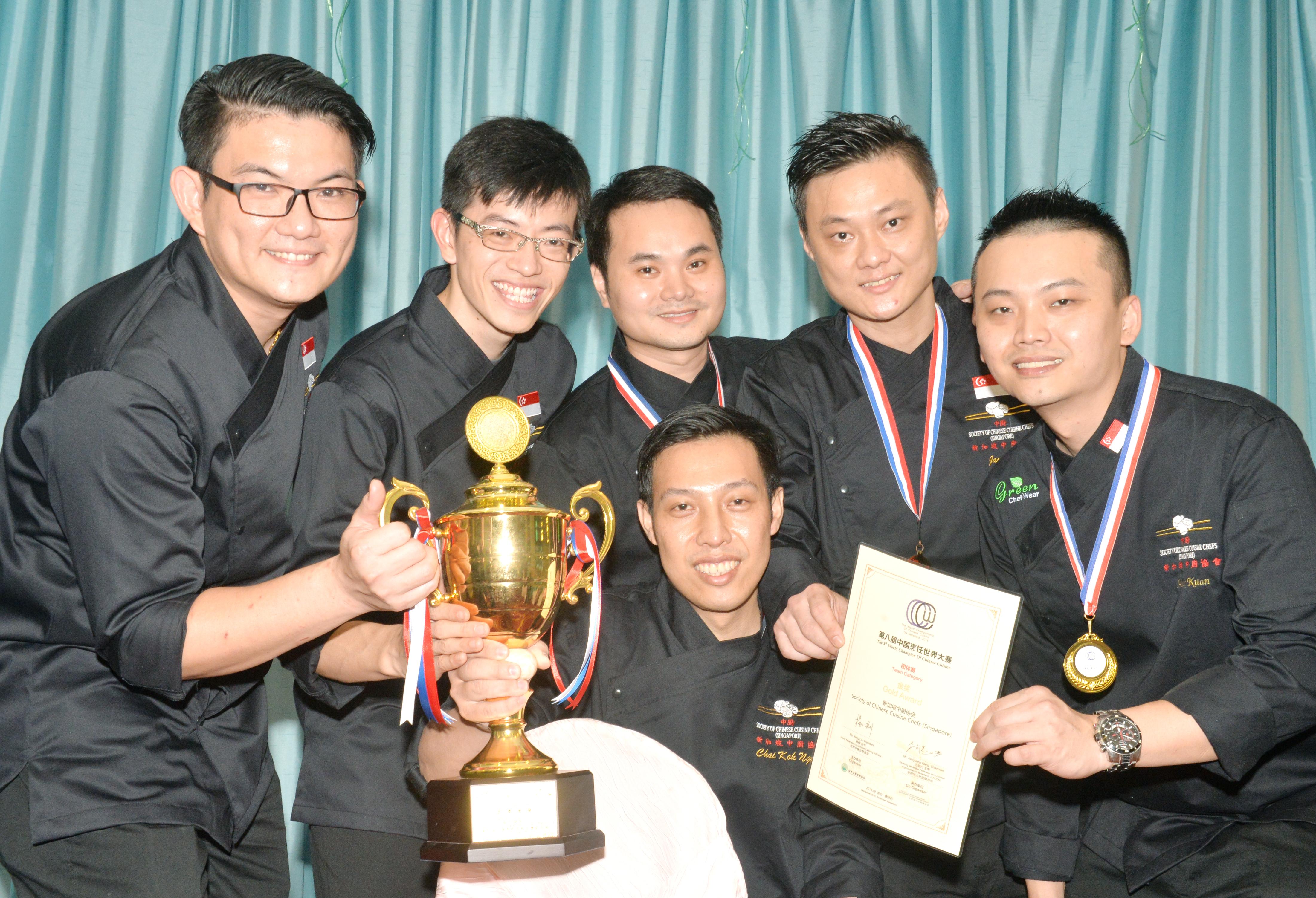 本报主办及新加坡中厨协会协办,在千禧集团旗下的金禧楼举行,获得家乐牌(Knorr)赞助,皇帽啤酒新加坡报效啤酒助兴。活动吸引160人参与盛宴,名额全满。