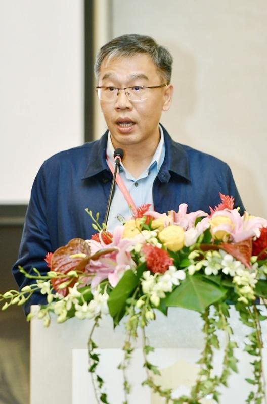 《新明日报》总编辑朱志伟表示,论坛主要探讨媒体人如何能摆正心态、发挥正向的力量,一同努力创造和谐的社会。
