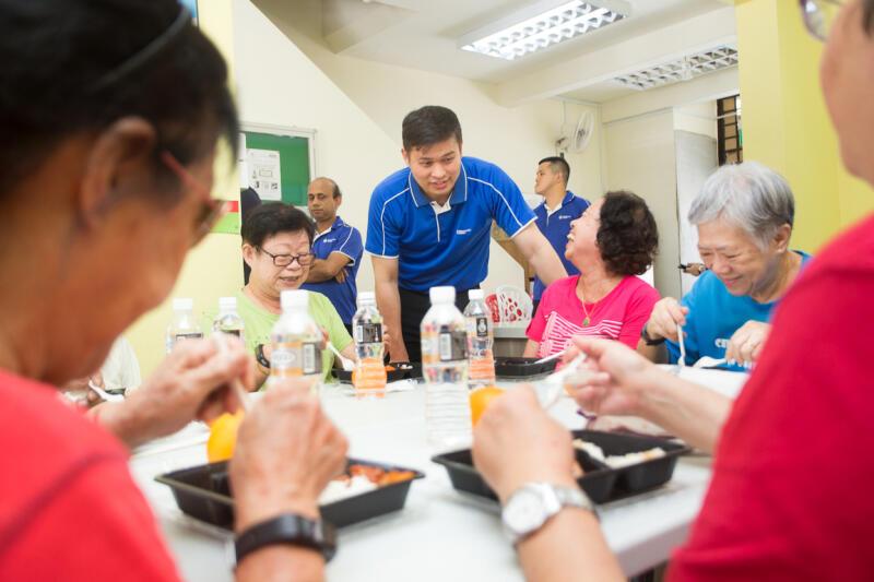 义工每周为大巴窑西-马里士他乐龄中心的老人送餐。 (受访者提供)