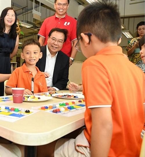 华侨银行集团行政总裁钱乃骥日前出席职总优儿学府活动。