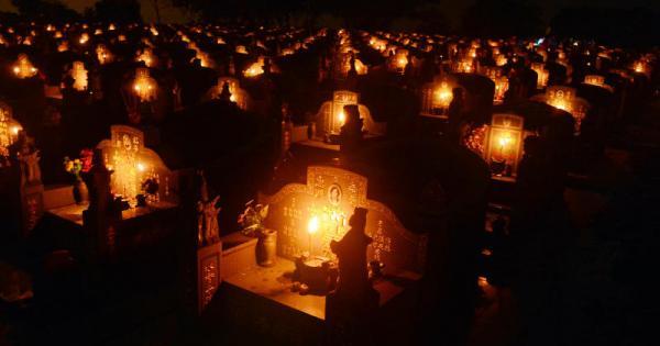 晚上载人到坟场,德士司机有不同体验。(档案示意图)